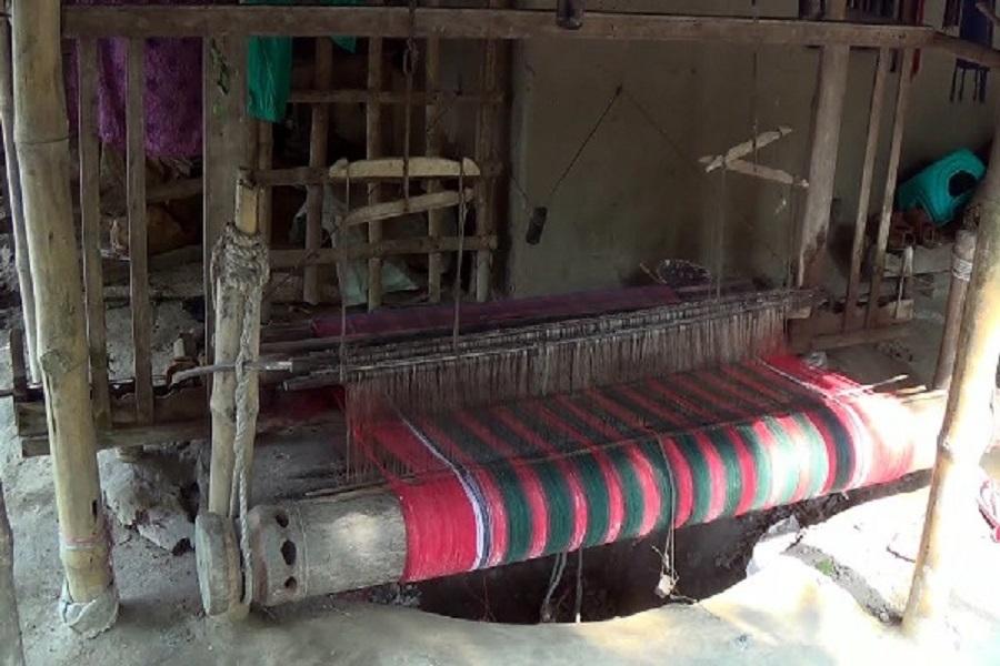 নড়াইলের তাঁতপল্লী গুলো কাদছে ধুকে ধুকে